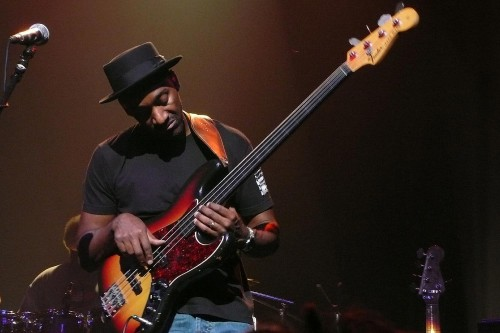 Marcus Miller Playing Fretless Bass